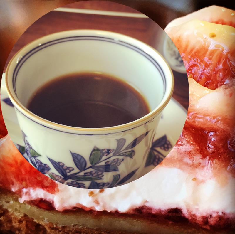 コーヒーの生命は香りと味です。コーヒーが一番美味しいのは、焙煎後3〜4日目と言われています。カフェタイムのコーヒーは、ご注文を頂いてから焙煎をおこないます。大自然に育まれたタイの農園で栽培された焙煎したてのコーヒーで、心と身体を癒やしてみませんか?